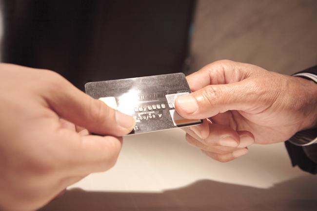 任意整理してもクレジットカードは更新できる?使える?
